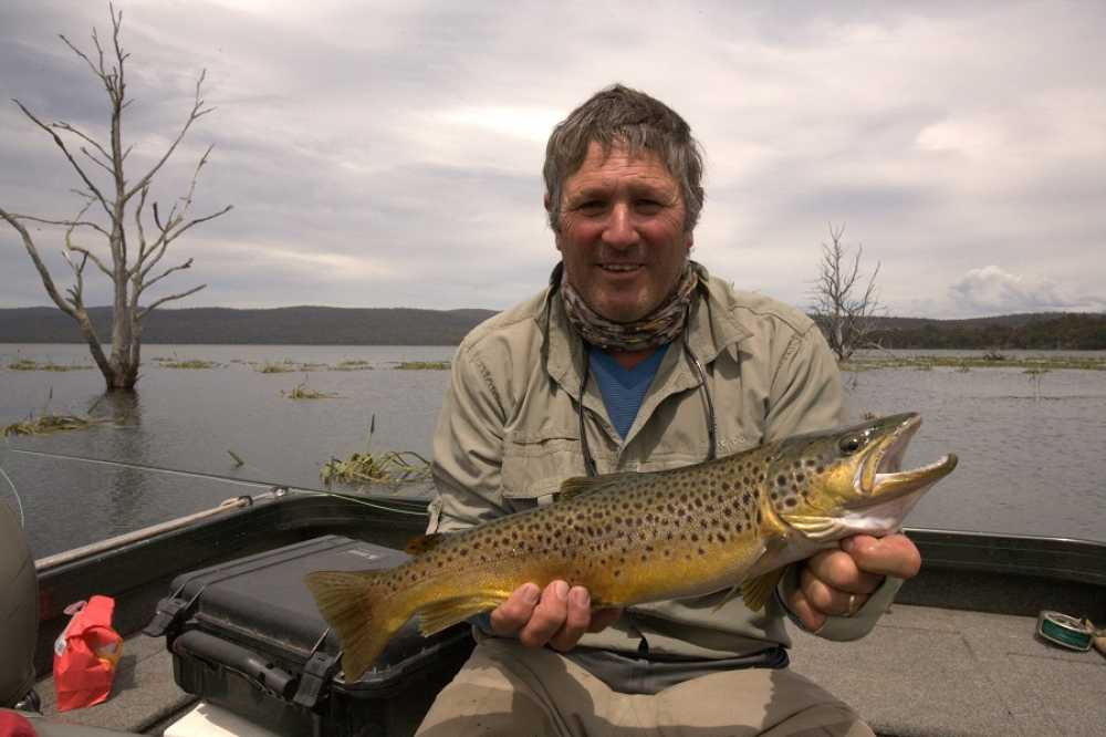 Woods lake rainbow lodge tasmania for Millwood lake fishing report